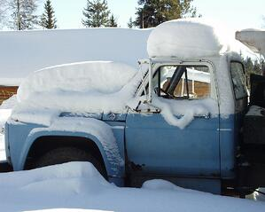 truck_in_winter